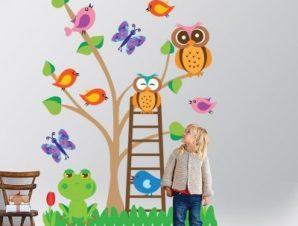 Δέντρο με πολύχρωμα ζωάκια Παιδικά Αυτοκόλλητα τοίχου 125 x 85 cm