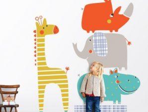 Πυραμίδα από πολύχρωμα ζωάκια! Παιδικά Αυτοκόλλητα τοίχου 57 x 50 cm