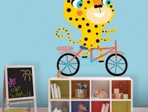 Τίγρης κάνει ποδήλατο Παιδικά Αυτοκόλλητα τοίχου 44 x 35 cm