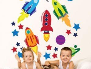 Στο διάστημα… Παιδικά Αυτοκόλλητα τοίχου 80 x 80 cm