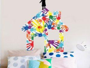 Σπιτάκι από πολύχρωμες παλάμες Παιδικά Αυτοκόλλητα τοίχου 49 x 40 cm