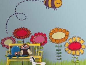 Μέλισσα πετά πάνω από λουλούδια Παιδικά Ταπετσαρίες Τοίχου 100 x 100 cm