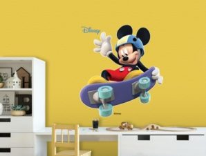 Mickey skating Παιδικά Αυτοκόλλητα τοίχου 34 x 31 cm